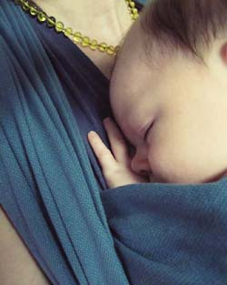 écharpe de portage bébé maternage proximal