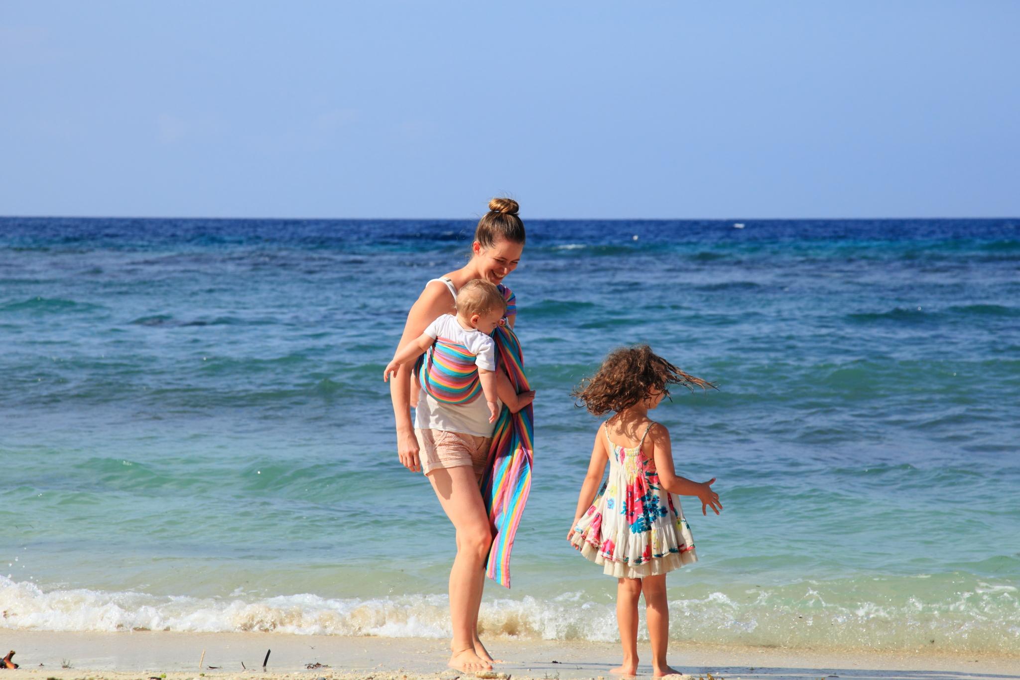 porter bébé à la plage