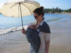 porter bébé plage en sling eucalyptus LLA