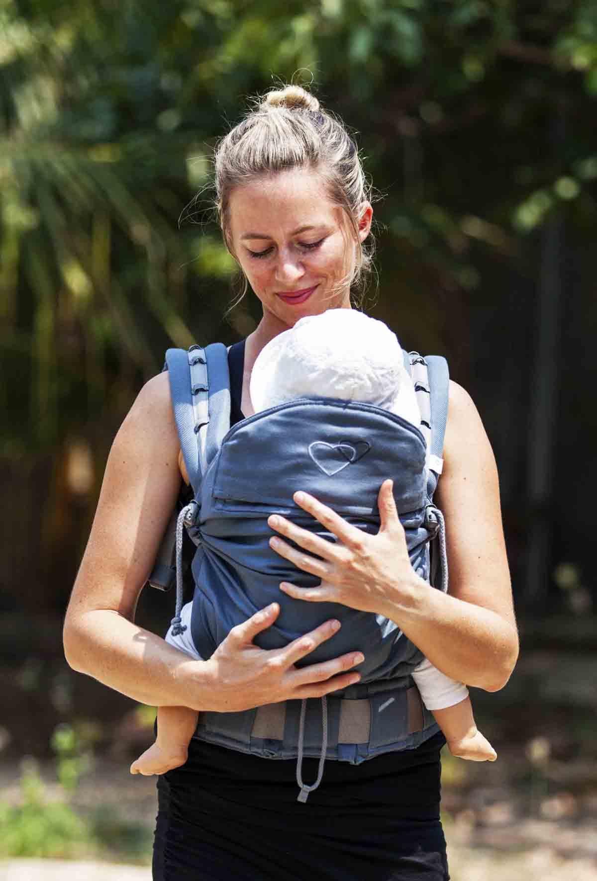dc2ceb2a3e8 Porte-bébé préformé P4 LLA le meilleur portage physiologique pour bébé