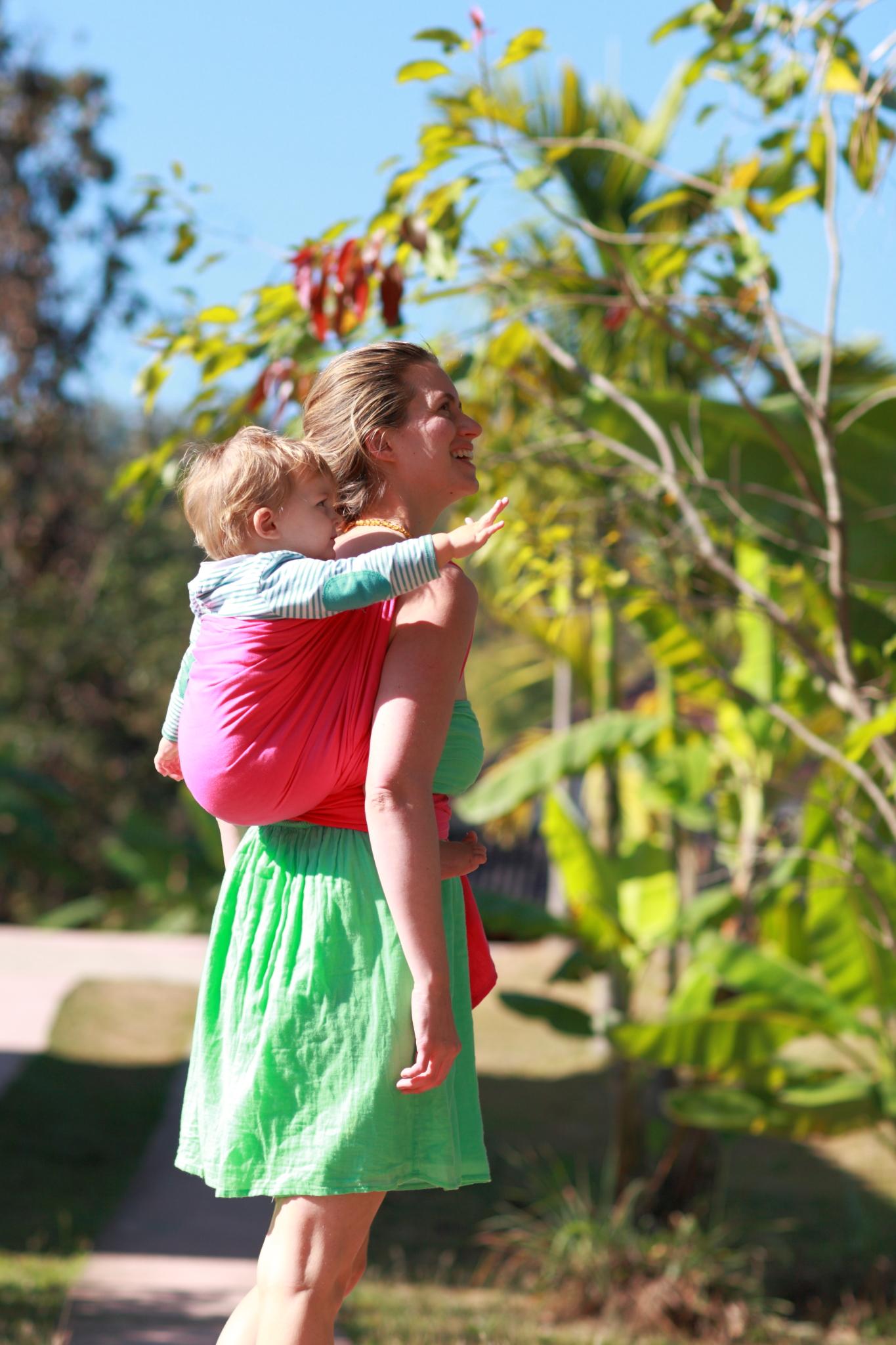 écharpe de portage LLA porter bébé sur le dos
