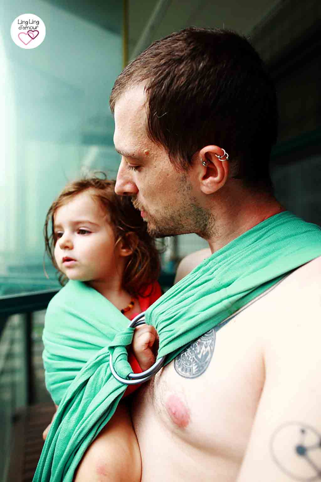 sling porte bébé physiologique papa porteur sexy en LLA
